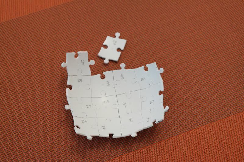Das Lösen eines Puzzleballs ist einfach!